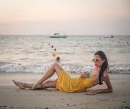 Ontspan bij de kust Royalty-vrije Stock Fotografie