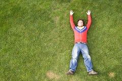 Ontspan bij het gras Stock Afbeeldingen
