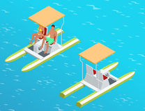Ontspan op de peddelboot Het paar op pedalo riep ook pedaalboot op een meer Het concept van de de zomertijd Vlakke 3d isometrisch Royalty-vrije Stock Afbeeldingen