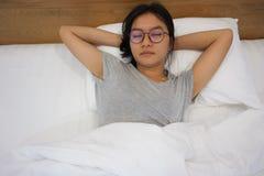 Ontspan op het bed Royalty-vrije Stock Afbeelding