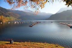 Ontspan op het meer stock foto's