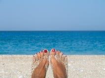 Ontspan op het strand Stock Foto