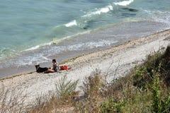 Ontspan op het strand van Vama Veche, Roemenië stock foto