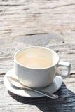 ontspan tijd, Koffievlek op lege kop van koffie met houten backgro Stock Foto's