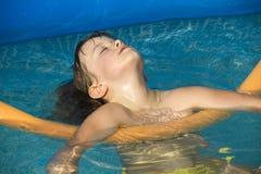 Ontspan in zwembad Royalty-vrije Stock Afbeelding