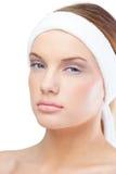Ontspannen blonde model dragende hoofdband Stock Afbeelding