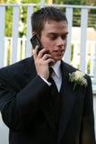 Ontspannen Prom-Jongen op Telefoonverticaal Stock Foto