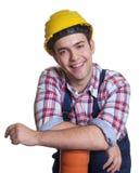 Ontspannen Spaanse bouwvakker met waterpijp Stock Foto's