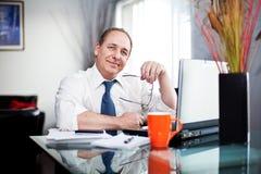 Ontspannen zakenlieden royalty-vrije stock afbeeldingen