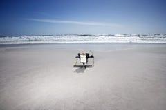 Ontspannen Zakenman On Beach royalty-vrije stock afbeeldingen