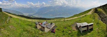 Ontspannend ogenblik van Niederhorn, mening op Thunersee zwitserland stock fotografie