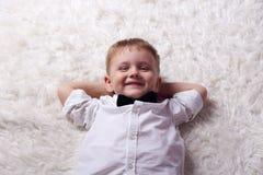 Ontspannende jongen Royalty-vrije Stock Foto's