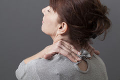 Ontspannende pijn en druk in hals en schouders Stock Fotografie