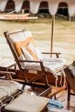Ontspannende zetel op een boot Stock Afbeelding