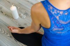 Ontspanning, oefening, handen, yoga Juiste Ademhaling stock afbeelding