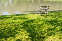 Ontspanning in tuin royalty-vrije stock fotografie