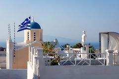 Ontspanningsstreek bij hotel in Oia, Griekenland stock fotografie