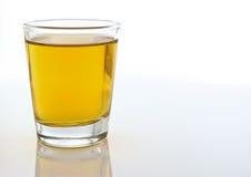 Ontsproten glas van alcohol Stock Fotografie