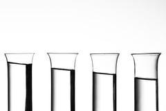 Ontsproten glazen op een helling royalty-vrije stock afbeelding