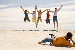 Ontsproten van blije mensen Stock Foto's