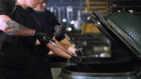 Ontstekende oven voor barbecue, steenkoolontsteking