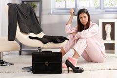 Ontstemde vrouw die klaar voor zaken wordt Royalty-vrije Stock Afbeeldingen