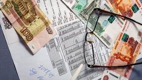 Ontvangstbewijs en geld, nut royalty-vrije stock fotografie