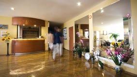 Ontvangstbureau in hotel Stock Afbeeldingen