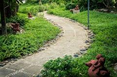Ontwerp bloemrijk in tuin stock foto