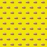 ontwerp van de het patroonillustratie van snel voedsel het dubbele cheeseburgers Stock Afbeeldingen