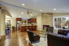 Ontwerp van de luxe het grote ruimte met open vloerplan stock afbeeldingen
