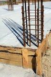 Ontwerp van gewapend beton stichtingen Geconstrueerd door arbeiders Metaalkader royalty-vrije stock afbeelding