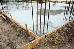 Ontwerp van gewapend beton stichtingen Gemaakt die van staalgewapend beton en de vorm van hout wordt gemaakt royalty-vrije stock foto's