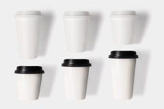 Ontwerpconcept de kop van de modelkoffie op witte backgr wordt geplaatst die stock foto