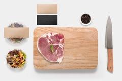 Ontwerpconcept modelbbq lapje vleesreeks op witte backgro wordt geïsoleerd die Stock Foto