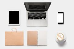 Ontwerpconcept modeltablet, notitieboekje, celtelefoon, boek, cof Royalty-vrije Stock Afbeeldingen