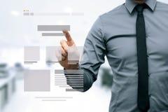 Ontwerper die websiteontwikkeling voorstellen wireframe Stock Afbeelding