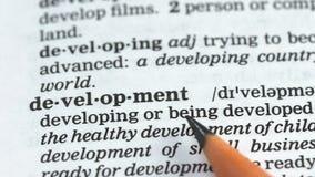 Ontwikkelingswoord in Engels woordenboek, onderwijs en verbetering, uitdaging stock videobeelden