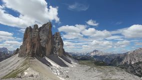 Ontzagwekkend panorama van Dolomiet van de kant en van Zuid- Tre Cime di Lavaredo het noordelijke Tirol stock video