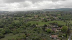 Ontzagwekkend satellietbeeld van het plattelands groene valleien en heuvels van Italië stock videobeelden