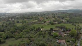 Ontzagwekkend satellietbeeld van het plattelands groene valleien en heuvels van Itali? stock footage