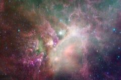 Ontzagwekkende kleurrijke nevel ergens in eindeloos heelal royalty-vrije illustratie