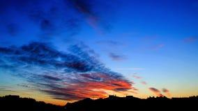 Ontzagwekkende Kleurrijke Wolken bij de Tijdspanne van de Zonsondergangtijd stock footage