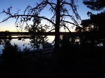 Ontzagwekkende zonsondergang in archipel door hommels poin van mening de golf van Finland stock afbeeldingen