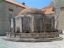 Onuphrius springbrunn i Dubrovnik Arkivfoto