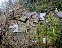Onverbiddelijk huis, stone-cold verschrikking, angstaanjagend, stock foto