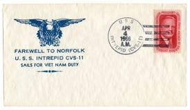 Onversaagd USS, de V.S. - 4 April 1966: De historische envelop van de V.S.: dekking met patriottisch cachetafscheid aan U van Nor royalty-vrije stock afbeelding