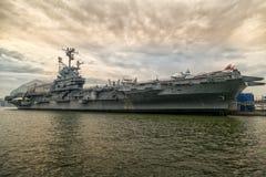 Onversaagde USS Stock Foto's