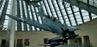 Onverschrokken Wereldoorlog IIsbd duikt bommenwerper in Nationale Marine Corps Museum stock foto