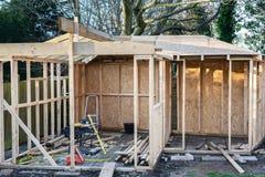 Onvolledig gebouwd van de zomerhuis stock fotografie
